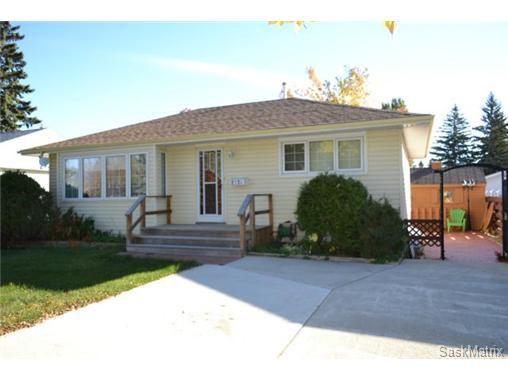 Main Photo: 2121 Clarence Avenue South in Saskatoon: Adelaide/Churchill Single Family Dwelling for sale (Saskatoon Area 02)  : MLS®# 514926