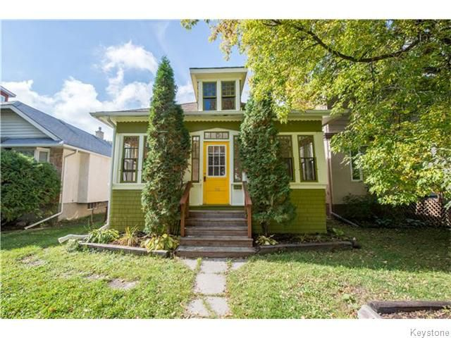 This quaint 2 bedroom Norwood home is in a perfect neighbourhood, near downtown, schools and shopping.