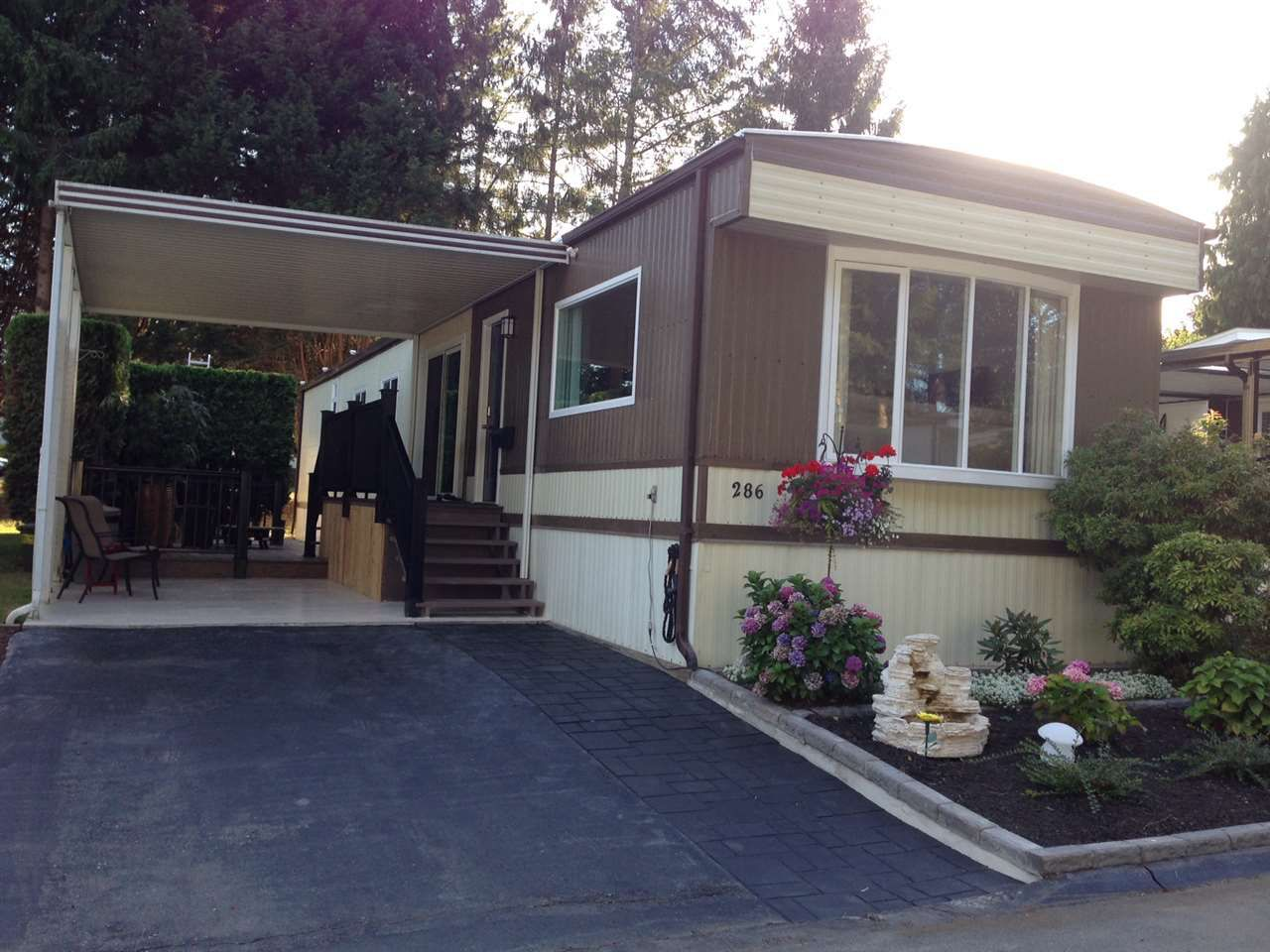 """Main Photo: 286 1840 160 Street in Surrey: King George Corridor Manufactured Home for sale in """"Breakaway Bays"""" (South Surrey White Rock)  : MLS®# R2197589"""