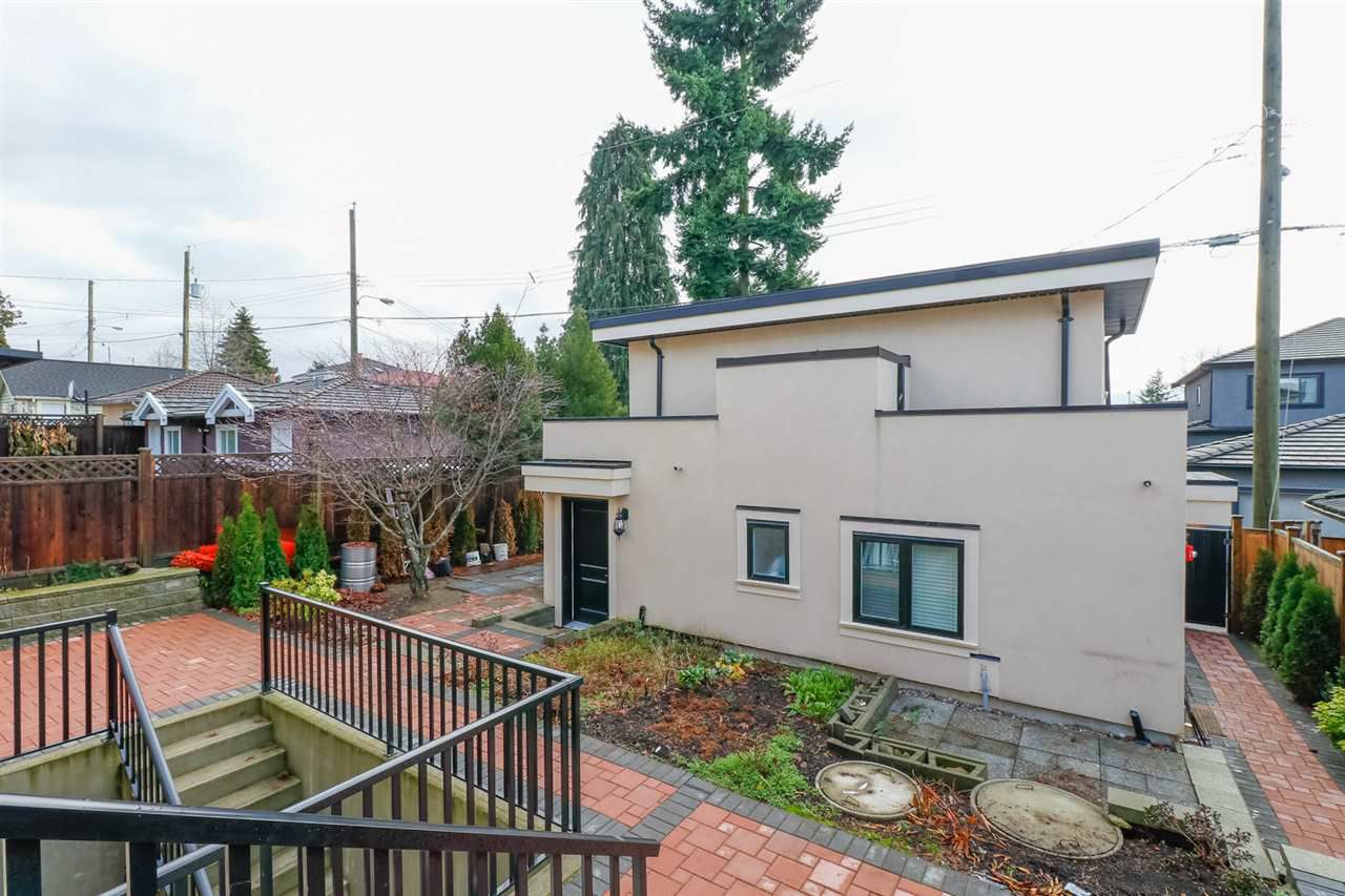 2250 E 54TH Avenue in Vancouver: Fraserview VE House for