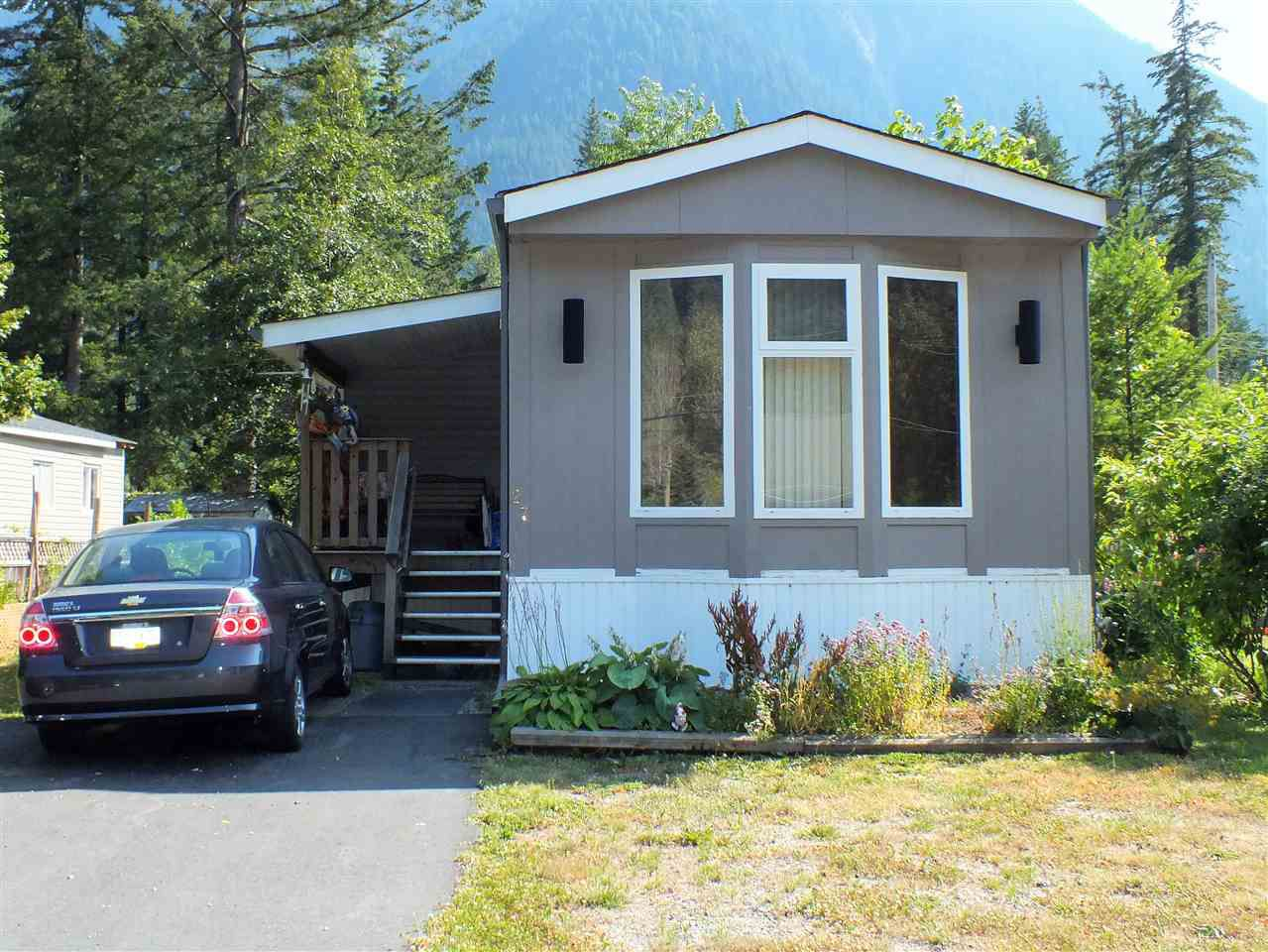 "Main Photo: 27 65367 KAWKAWA LAKE Road in Hope: Hope Kawkawa Lake Manufactured Home for sale in ""CRYSTAL RIVER COURT"" : MLS®# R2292473"