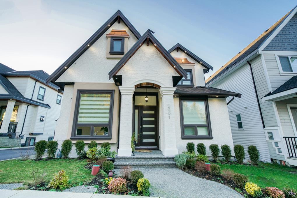 Main Photo: 5901 140 Street in Surrey: Sullivan Station House for sale : MLS®# R2330728