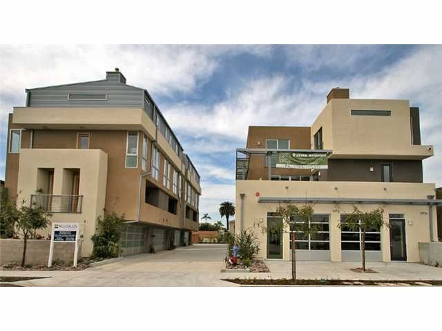 Main Photo: MISSION HILLS Townhome for sale : 2 bedrooms : 3984 Dove St in San Diego