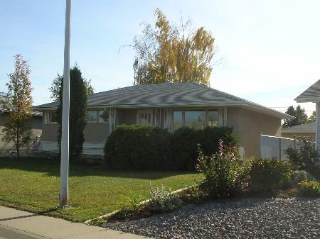 Main Photo: 3+1 Bdrm Bungalow-Huge Lot-Seller May Carry Mortgage!