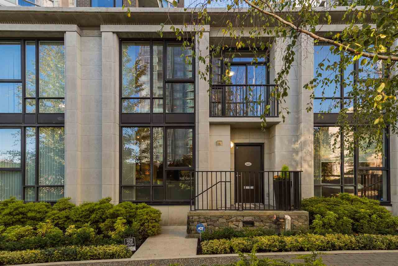 Main Photo: 1465 STRATHMORE MEWS in Vancouver: Yaletown Townhouse for sale (Vancouver West)  : MLS®# R2215027