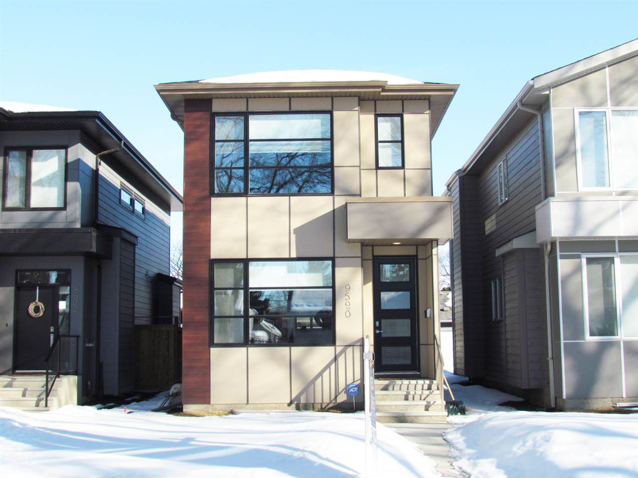 Main Photo: 9520 70 Avenue in Edmonton: Zone 17 House for sale : MLS®# E4147396