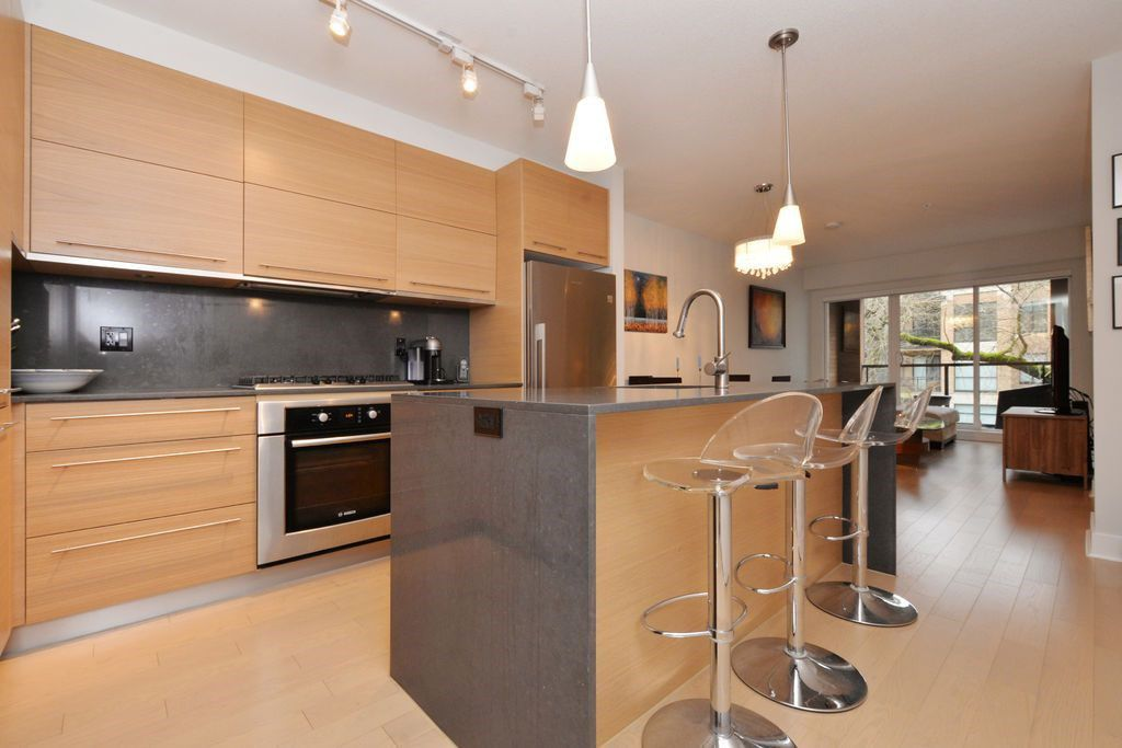 "Main Photo: 206 2020 W 12TH Avenue in Vancouver: Kitsilano Condo for sale in ""2020"" (Vancouver West)  : MLS®# R2042583"