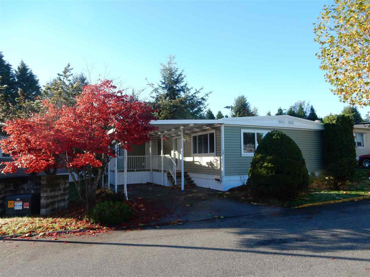 """Main Photo: 18 8220 KING GEORGE Boulevard in Surrey: Bear Creek Green Timbers Manufactured Home for sale in """"CRESTWAY BAYS"""" : MLS®# R2055341"""