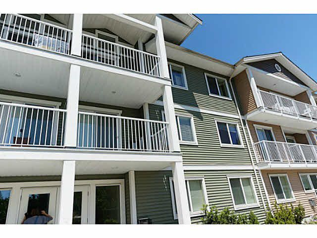 "Main Photo: 203 624 SHAW Road in Gibsons: Gibsons & Area Condo for sale in ""The Rosewood"" (Sunshine Coast)  : MLS®# R2120671"
