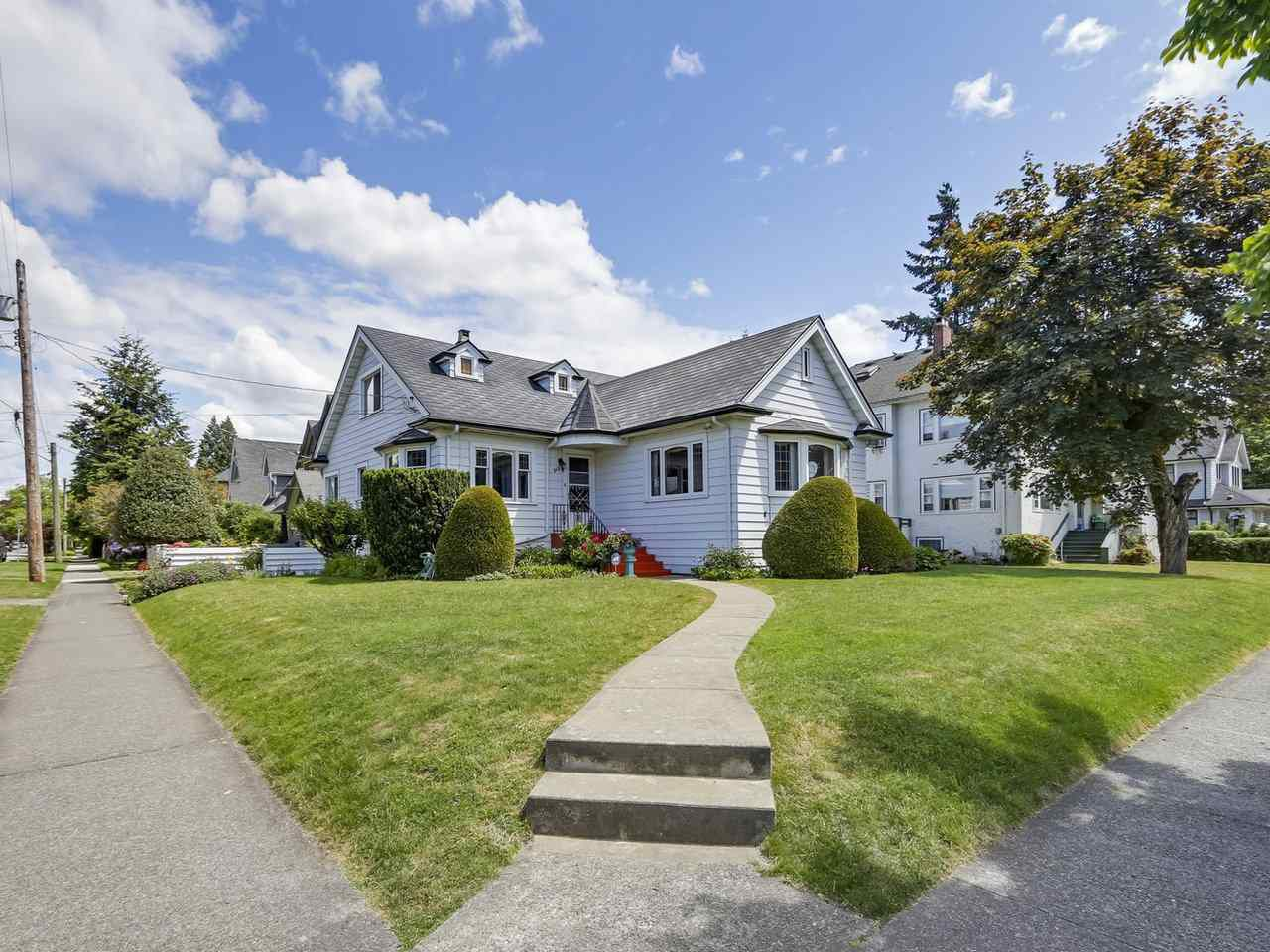 "Main Photo: 515 FOURTH Street in New Westminster: Queens Park House for sale in ""QUEENS PARK"" : MLS®# R2273116"