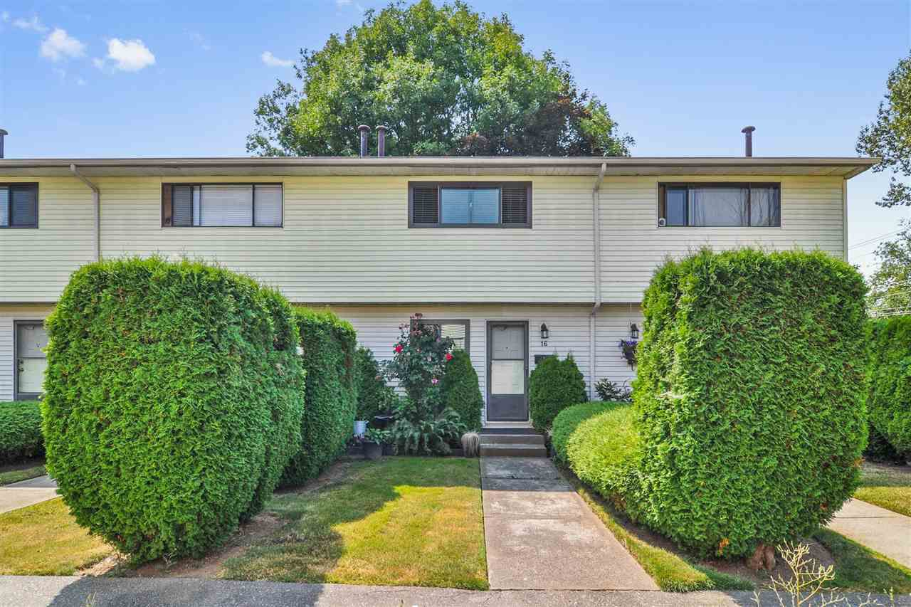 """Main Photo: 16 5351 200 Street in Langley: Langley City Townhouse for sale in """"BRYDON PARK"""" : MLS®# R2294310"""