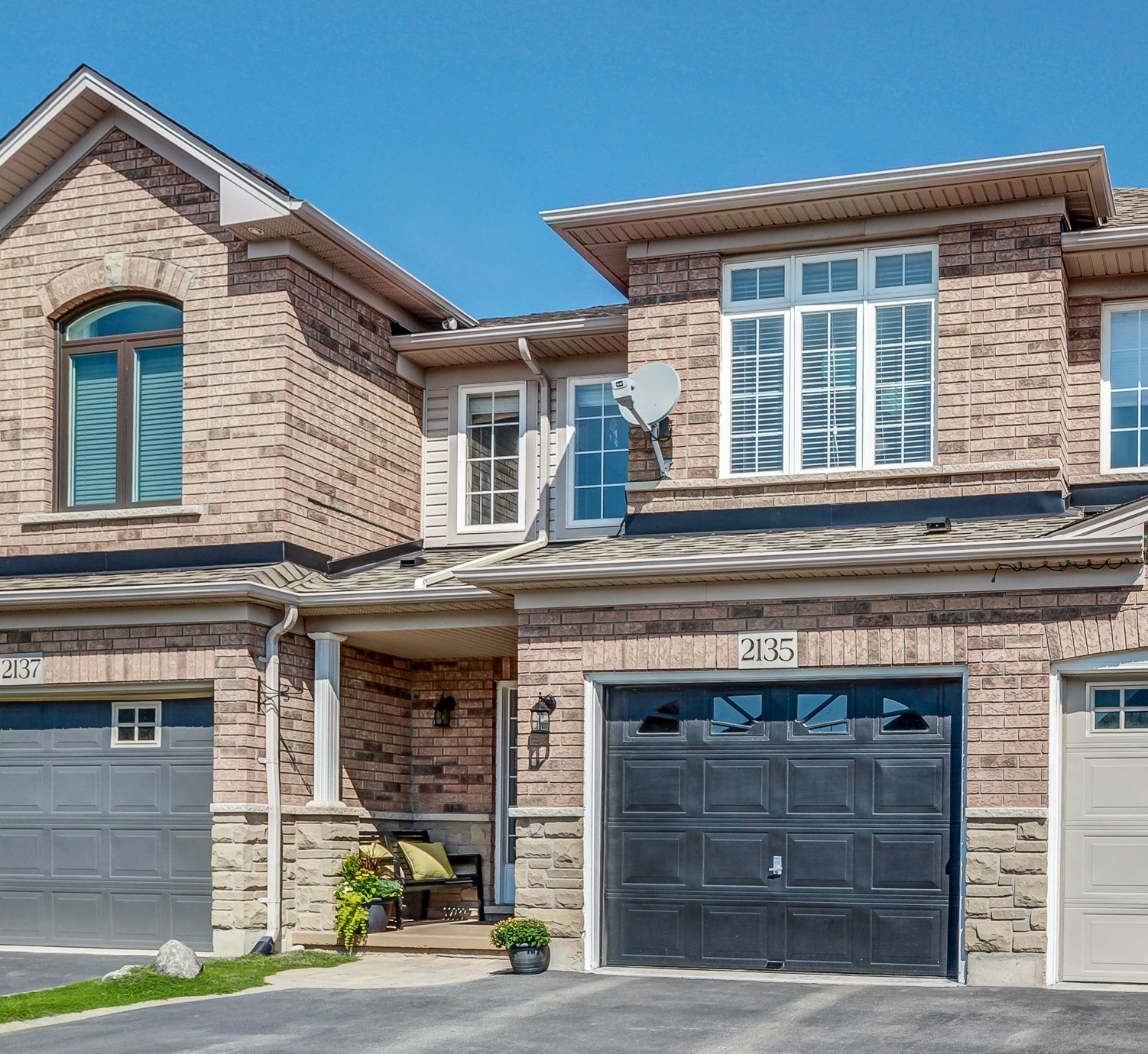 Main Photo: 2135 Redstone Crescent in Oakville: West Oak Trails House (2-Storey) for sale : MLS®# W4237112