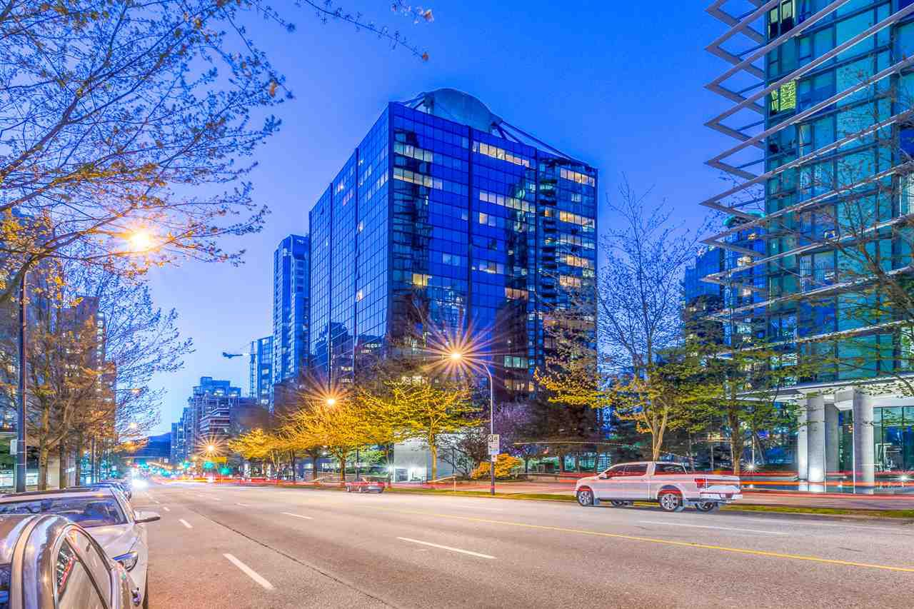 """Main Photo: 1309 1333 W GEORGIA Street in Vancouver: Coal Harbour Condo for sale in """"THE QUBE"""" (Vancouver West)  : MLS®# R2364441"""