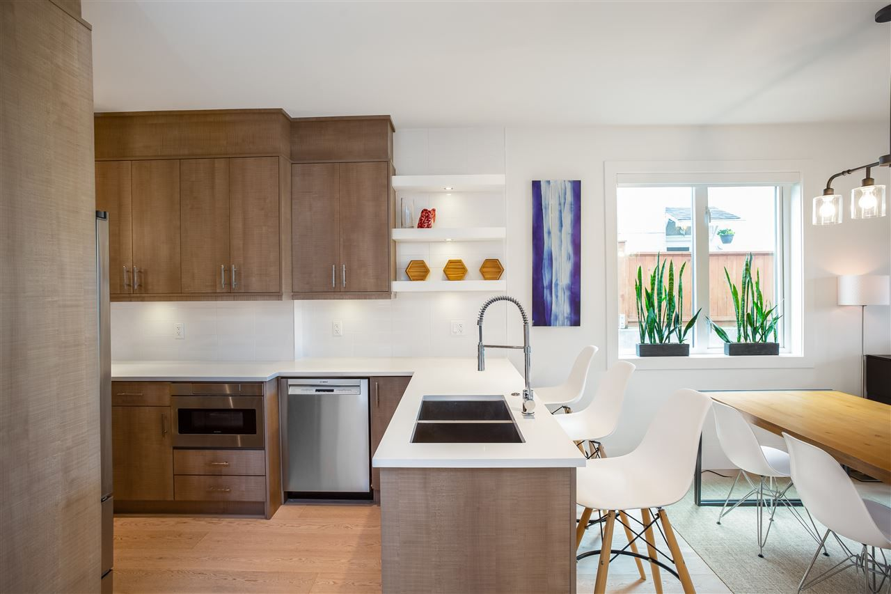 Main Photo: 210 E 18TH Street in North Vancouver: Central Lonsdale House 1/2 Duplex for sale : MLS®# R2372911