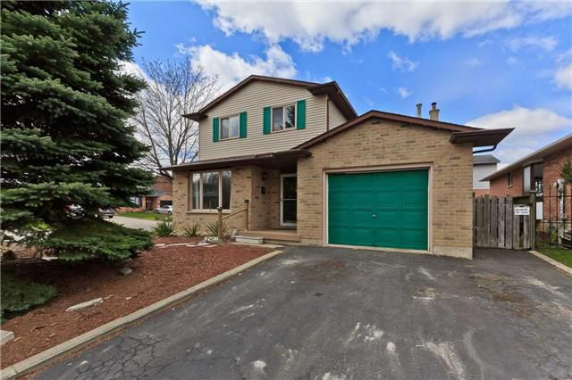 Main Photo: 79 Strawberry Drive in Hamilton: Riverdale House (2-Storey) for sale : MLS®# X3460777
