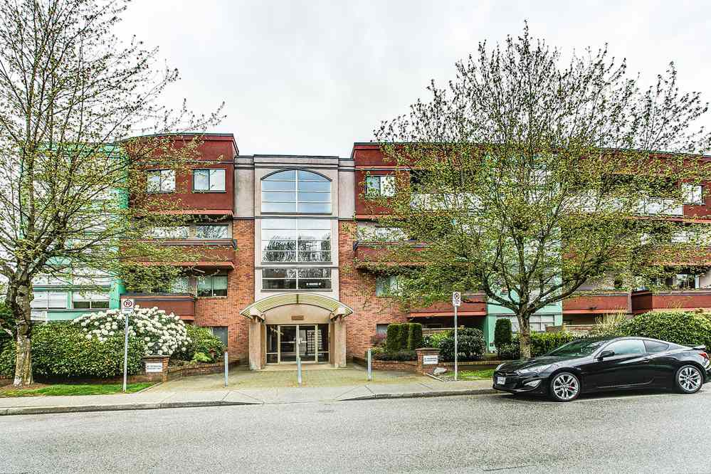 "Main Photo: 103 12025 207A Street in Maple Ridge: Northwest Maple Ridge Condo for sale in ""ATRIUM"" : MLS®# R2057622"