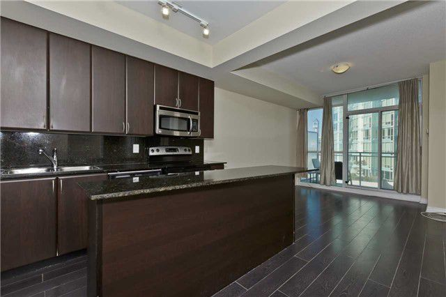 Main Photo: 1504 225 Webb Drive in Mississauga: City Centre Condo for sale : MLS®# W3632249