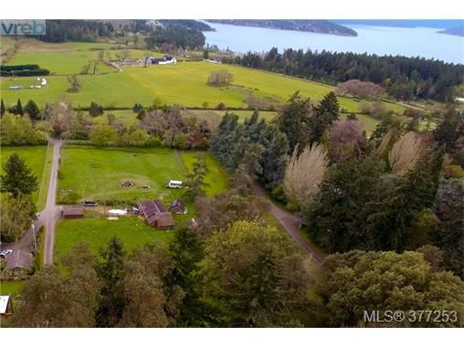 Main Photo: 952 Mt. Newton Cross Road in SAANICHTON: CS Inlet Single Family Detached for sale (Central Saanich)  : MLS®# 377253