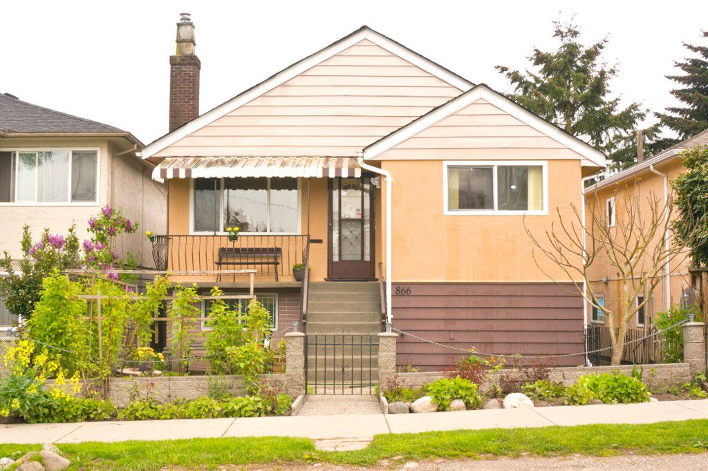 Main Photo: 866 GARDEN Drive in Vancouver: Hastings House for sale (Vancouver East)  : MLS®# R2164078