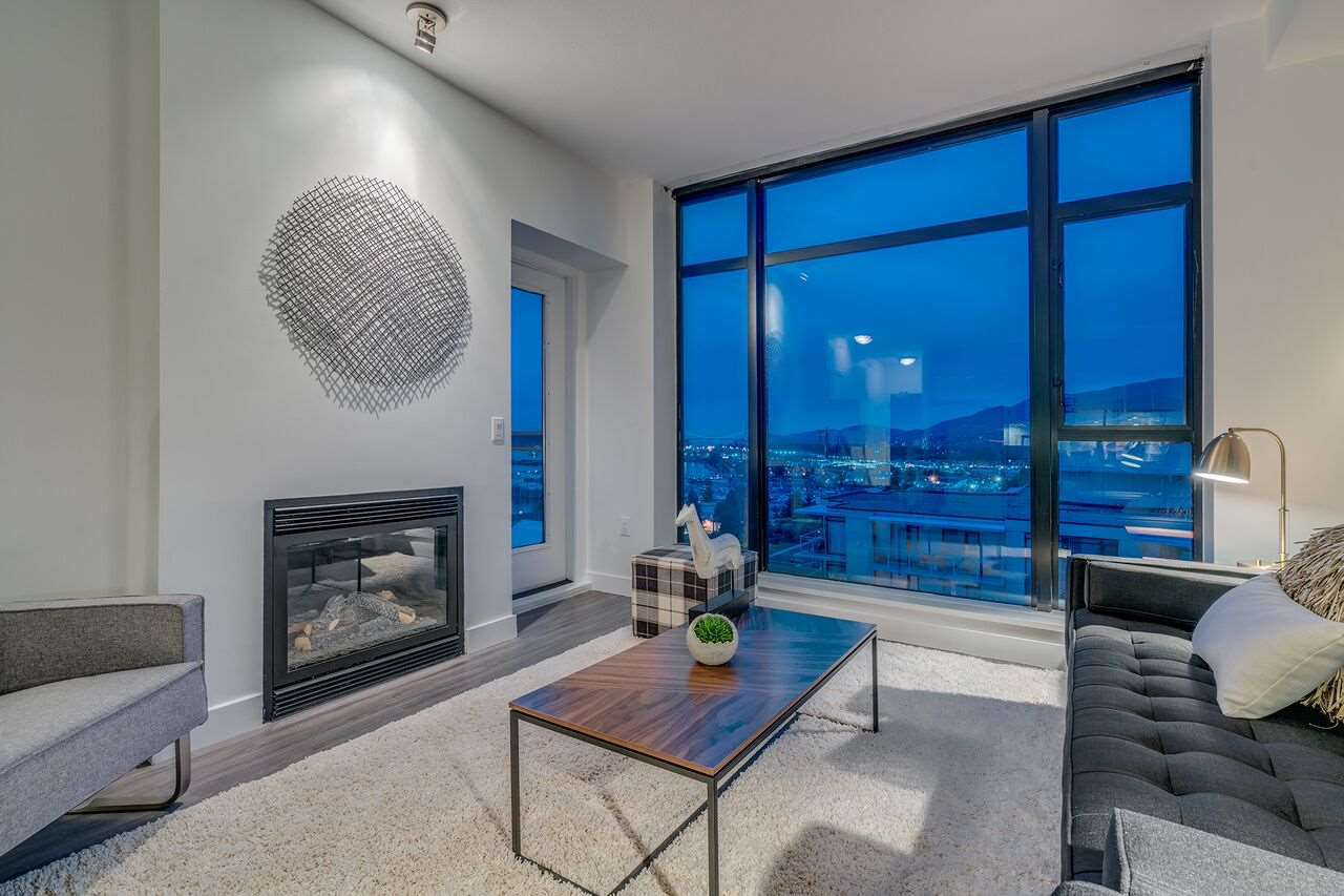 Main Photo: 1605 155 W 1ST Street in North Vancouver: Lower Lonsdale Condo for sale : MLS®# R2214943