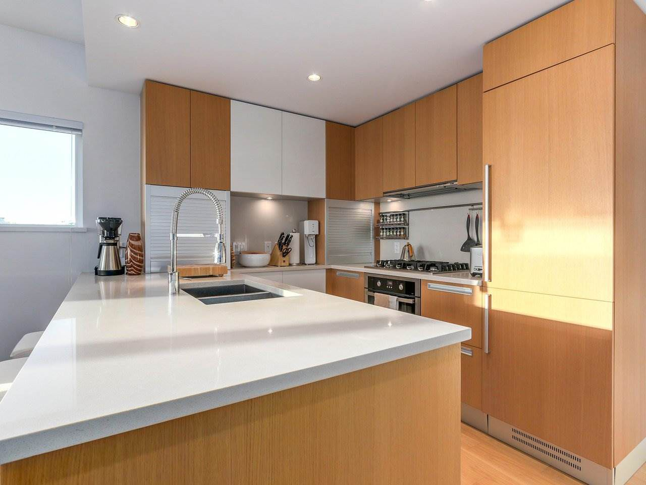 """Main Photo: 709 288 W 1ST Avenue in Vancouver: False Creek Condo for sale in """"JAMES"""" (Vancouver West)  : MLS®# R2227091"""