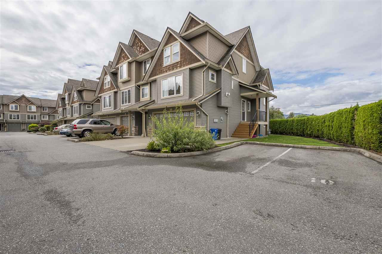 Main Photo: 13 8880 NOWELL Street in Chilliwack: Chilliwack E Young-Yale Townhouse for sale : MLS®# R2305711