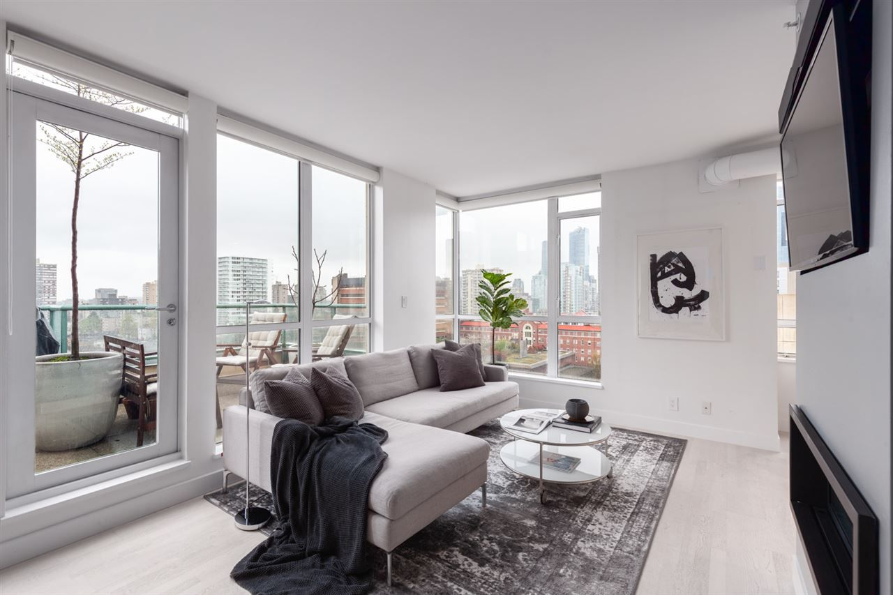 """Main Photo: PH6 1238 BURRARD Street in Vancouver: Downtown VW Condo for sale in """"The Altadena"""" (Vancouver West)  : MLS®# R2358244"""
