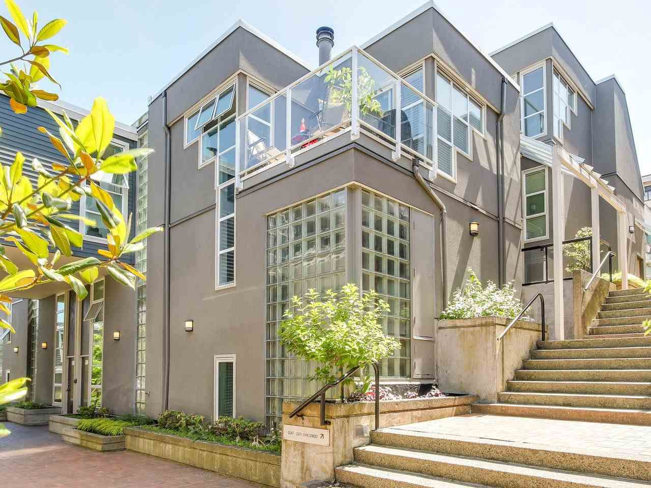 """Main Photo: 2247 OAK Street in Vancouver: Fairview VW Townhouse for sale in """"The Sixth Estates"""" (Vancouver West)  : MLS®# R2175723"""
