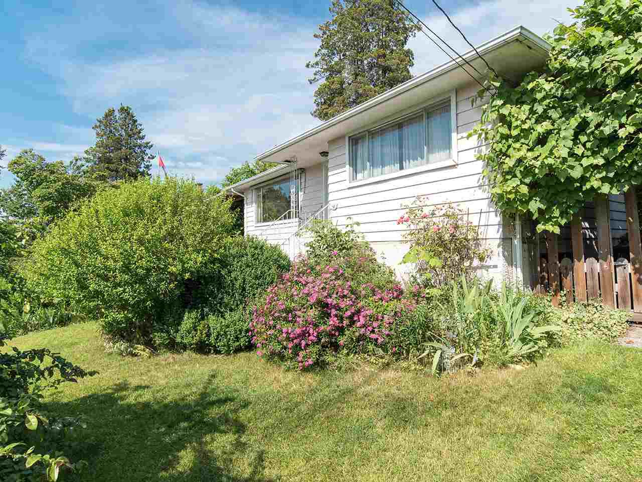 "Main Photo: 10278 124 Street in Surrey: Cedar Hills House for sale in ""St Helen's Park"" (North Surrey)  : MLS®# R2280080"