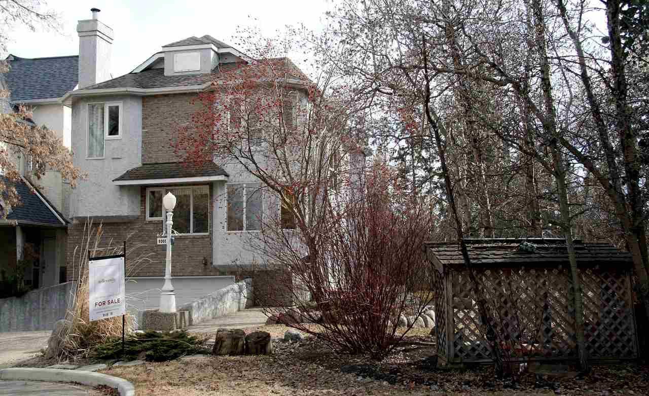 Main Photo: 9305 78 Avenue in Edmonton: Zone 17 House for sale : MLS®# E4137726