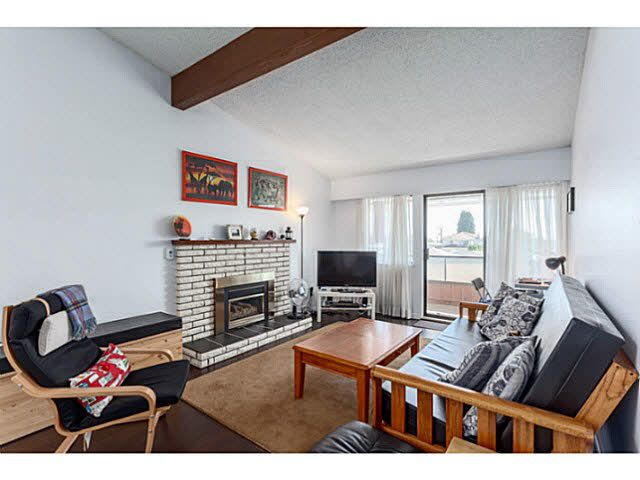 """Main Photo: 205 6904 FRASER Street in Vancouver: South Vancouver Condo for sale in """"CASA BLANCA"""" (Vancouver East)  : MLS®# V1138535"""