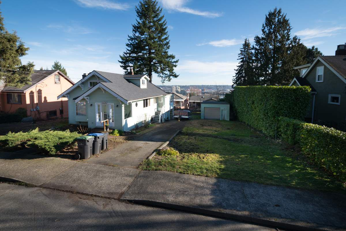 """Main Photo: 1426 SEVENTH Avenue in New Westminster: West End NW House for sale in """"Westend"""" : MLS®# R2034486"""