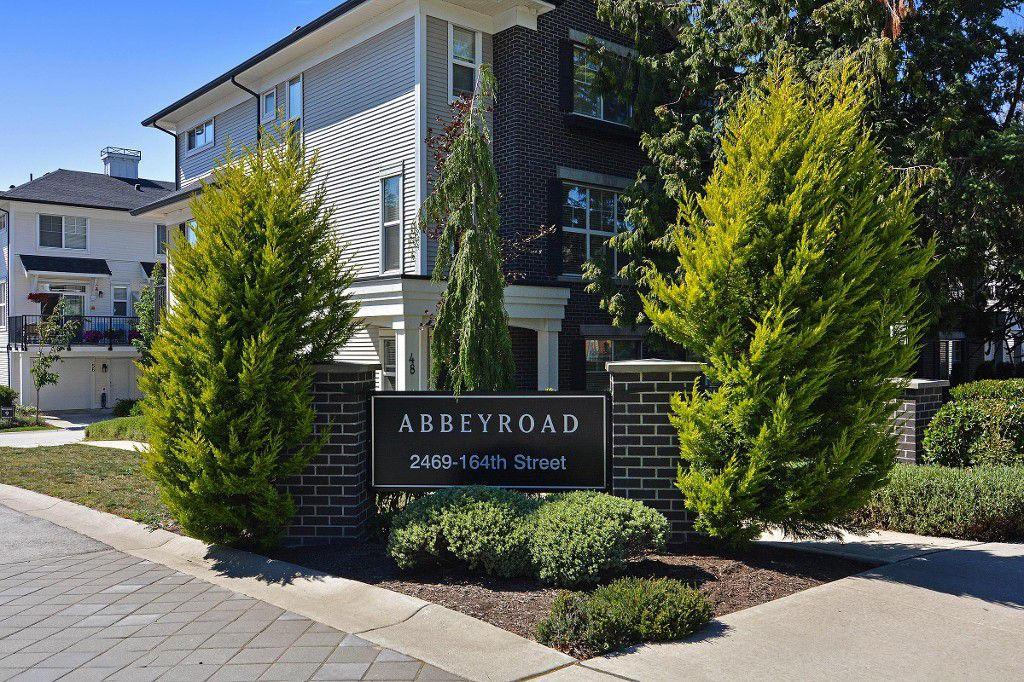 "Main Photo: 50 2469 164 Street in Surrey: Grandview Surrey Townhouse for sale in ""ABBEY ROAD"" (South Surrey White Rock)  : MLS®# R2091888"