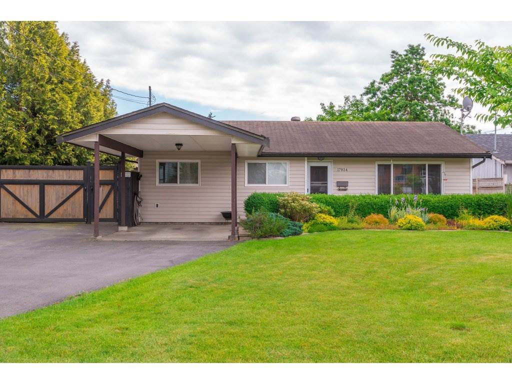 Main Photo: 17924 SHANNON Place in Surrey: Cloverdale BC House for sale (Cloverdale)  : MLS®# R2176477