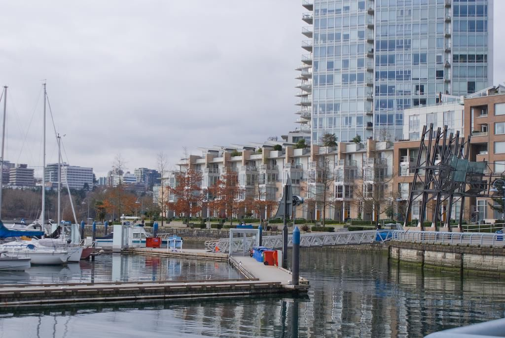 Main Photo: 315 1228 MARINASIDE Crescent in Vancouver: Yaletown Condo for sale (Vancouver West)  : MLS®# R2245353