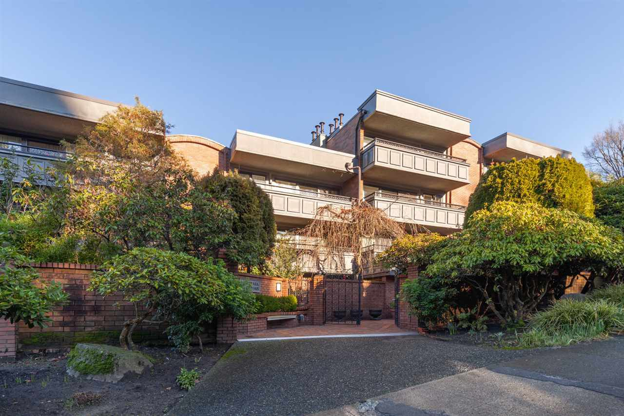 "Main Photo: 412 1405 W 15TH Avenue in Vancouver: Fairview VW Condo for sale in ""LANDMARK GRAND"" (Vancouver West)  : MLS®# R2332082"
