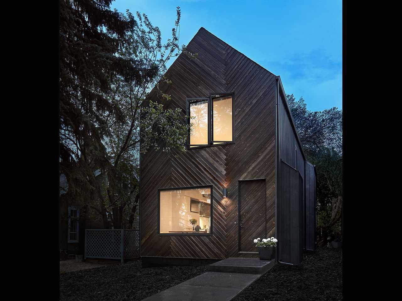 Main Photo: 10423 133 Street in Edmonton: Zone 11 House for sale : MLS®# E4155469