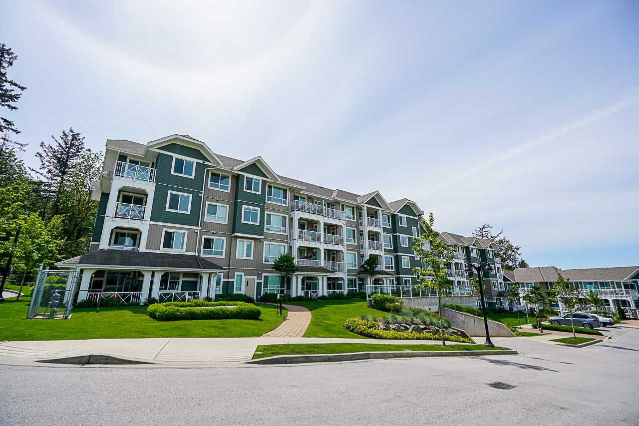 """Main Photo: 413 16388 64 Avenue in Surrey: Cloverdale BC Condo for sale in """"The Ridge at Bose Farms"""" (Cloverdale)  : MLS®# R2369068"""