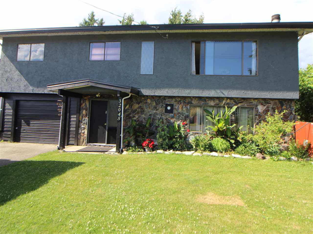 Main Photo: 32045 TEREPOCKI Crescent in Mission: Mission BC House for sale : MLS®# R2381848