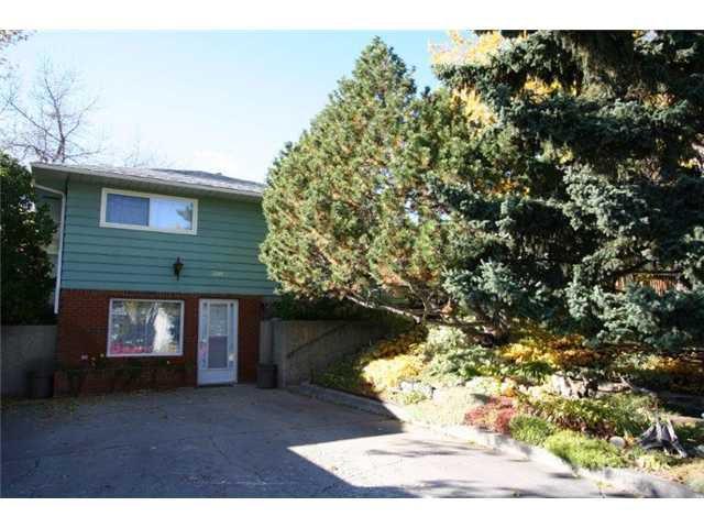 Main Photo: 7111 HUNTERWOOD Road NW in CALGARY: Huntington Hills Residential Detached Single Family for sale (Calgary)  : MLS®# C3588597