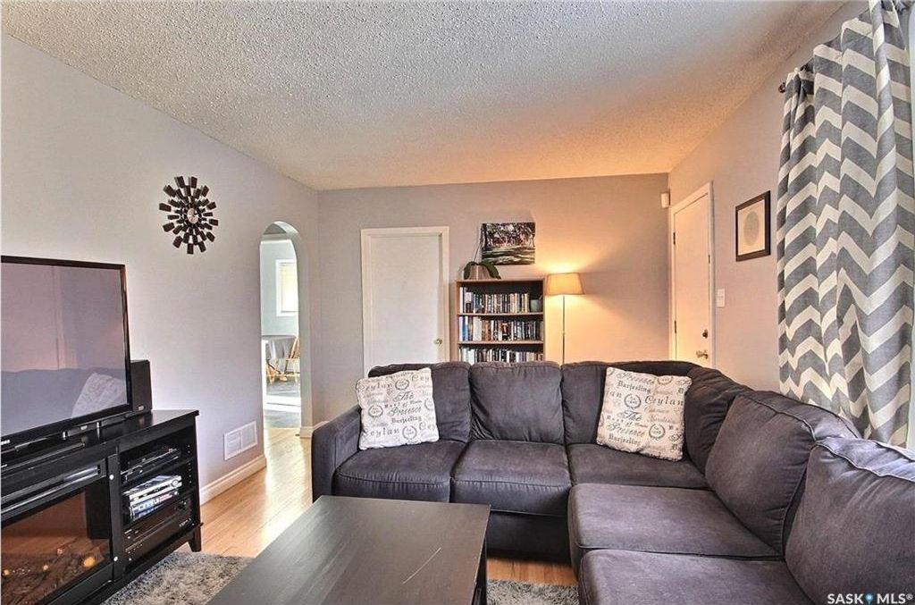 Main Photo: 4515 4TH Avenue in Regina: Rosemont Residential for sale : MLS®# SK617539