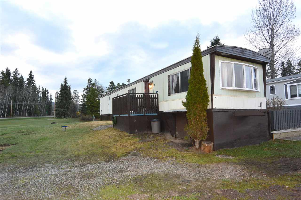 "Main Photo: 21 95 LAIDLAW Road in Smithers: Smithers - Rural Manufactured Home for sale in ""MOUNTAIN VIEW MOBILE HOME PARK"" (Smithers And Area (Zone 54))  : MLS®# R2256996"
