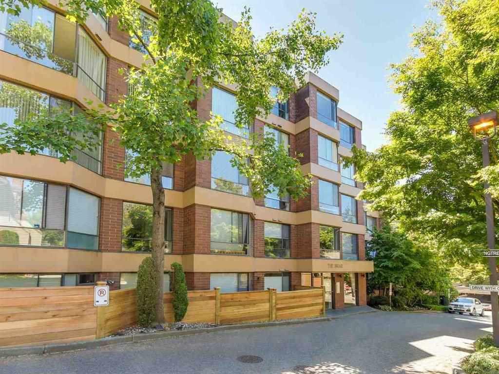 "Main Photo: 404 2140 BRIAR Avenue in Vancouver: Quilchena Condo for sale in ""ARBUTUS VILLAGE"" (Vancouver West)  : MLS®# R2314095"