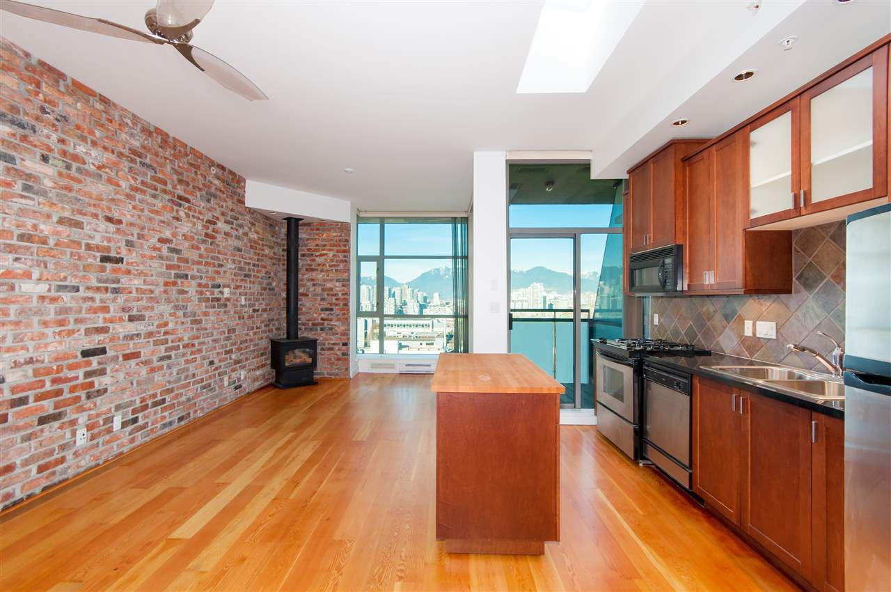 "Main Photo: 413 2515 ONTARIO Street in Vancouver: Mount Pleasant VW Condo for sale in ""Elements"" (Vancouver West)  : MLS®# R2354132"