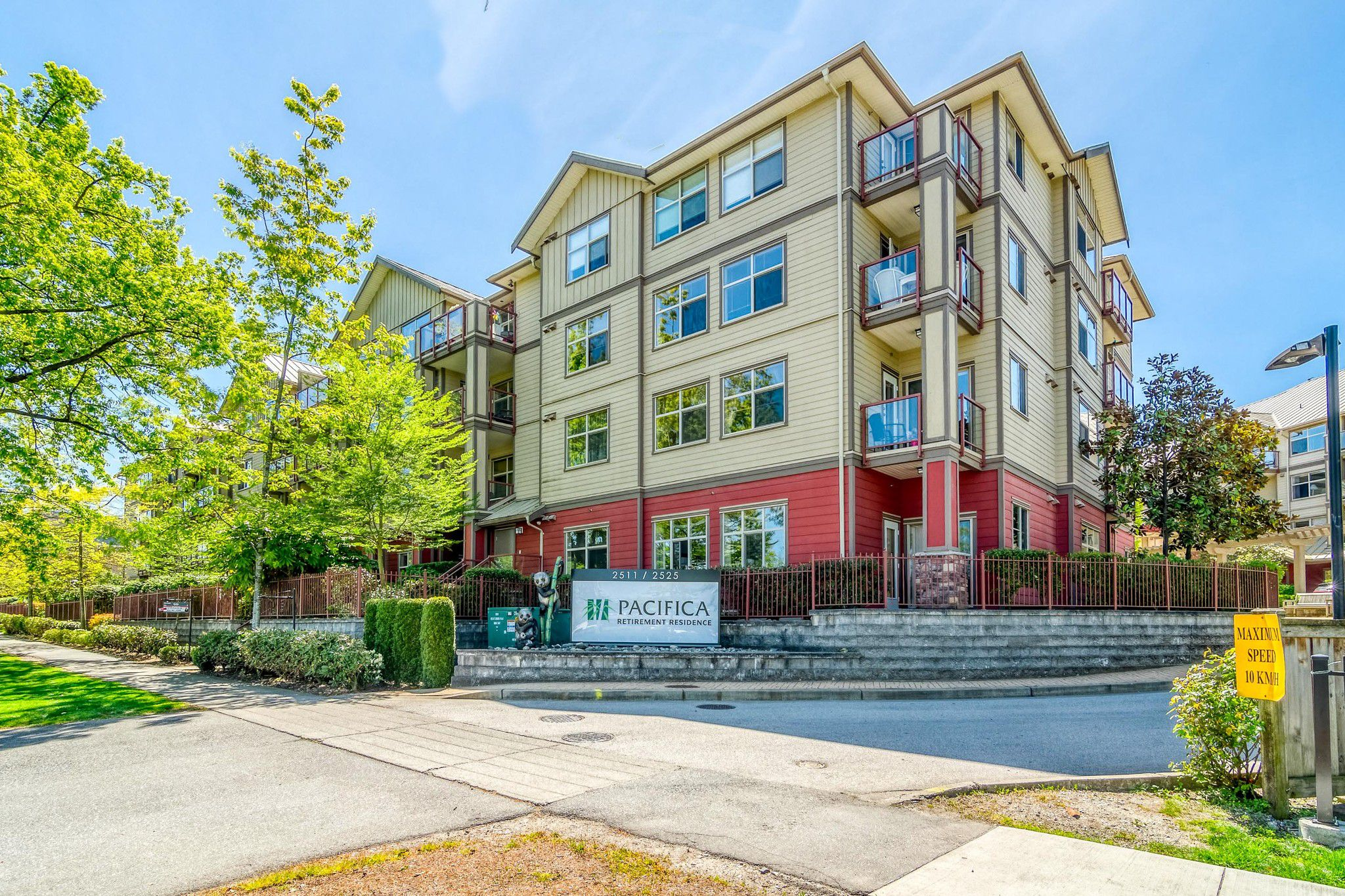 """Main Photo: 102 2511 KING GEORGE Boulevard in Surrey: King George Corridor Condo for sale in """"PACIFICA"""" (South Surrey White Rock)  : MLS®# R2368451"""
