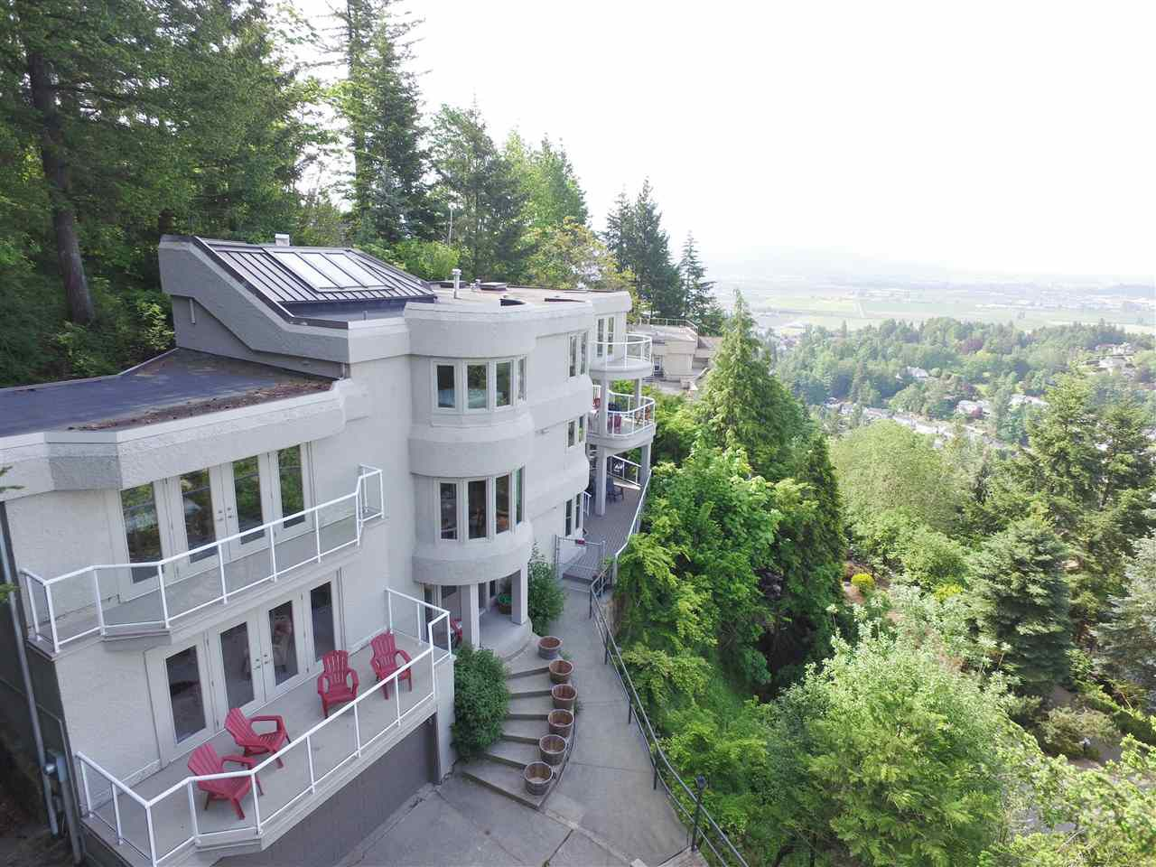 """Main Photo: 2552 ZURICH Drive in Abbotsford: Abbotsford East House for sale in """"Glen Mountain"""" : MLS®# R2369737"""