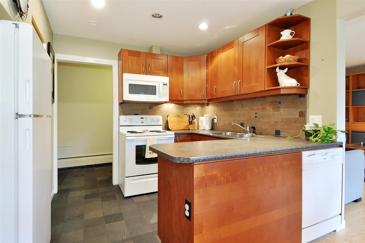 """Photo 8: Photos: 720 WESTVIEW Crescent in North Vancouver: Central Lonsdale Condo for sale in """"Cypress Gardens"""" : MLS®# R2370300"""