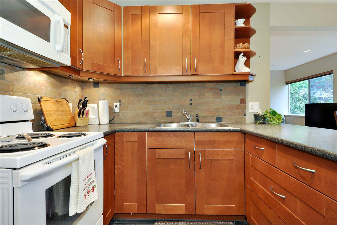 """Photo 10: Photos: 720 WESTVIEW Crescent in North Vancouver: Central Lonsdale Condo for sale in """"Cypress Gardens"""" : MLS®# R2370300"""