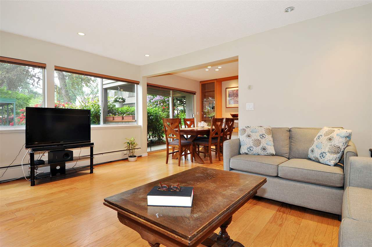 """Photo 2: Photos: 720 WESTVIEW Crescent in North Vancouver: Central Lonsdale Condo for sale in """"Cypress Gardens"""" : MLS®# R2370300"""