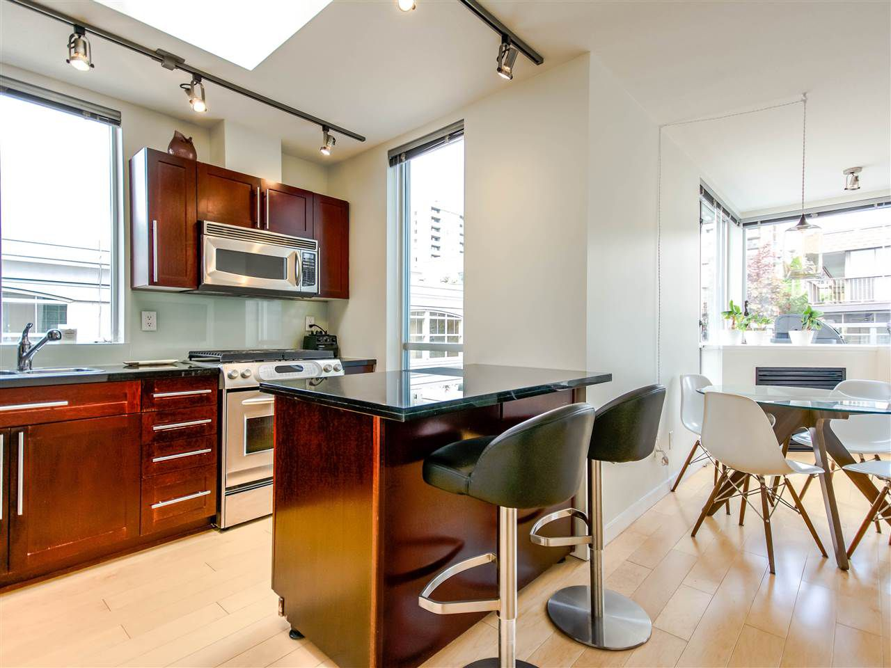 "Main Photo: 502 122 E 3RD Street in North Vancouver: Lower Lonsdale Condo  in ""THE SAUSALITO"" : MLS®# R2062841"